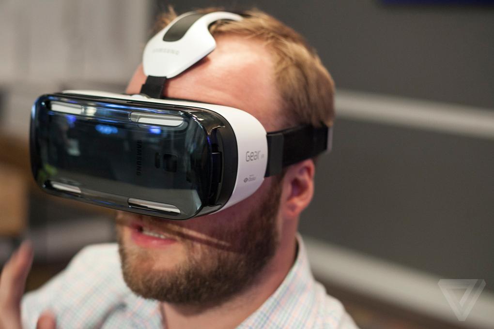 Samsung Gear VR foto di TheVerge