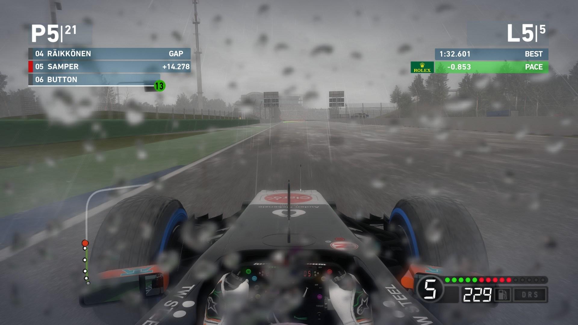 F1 2014 2710 bagnato