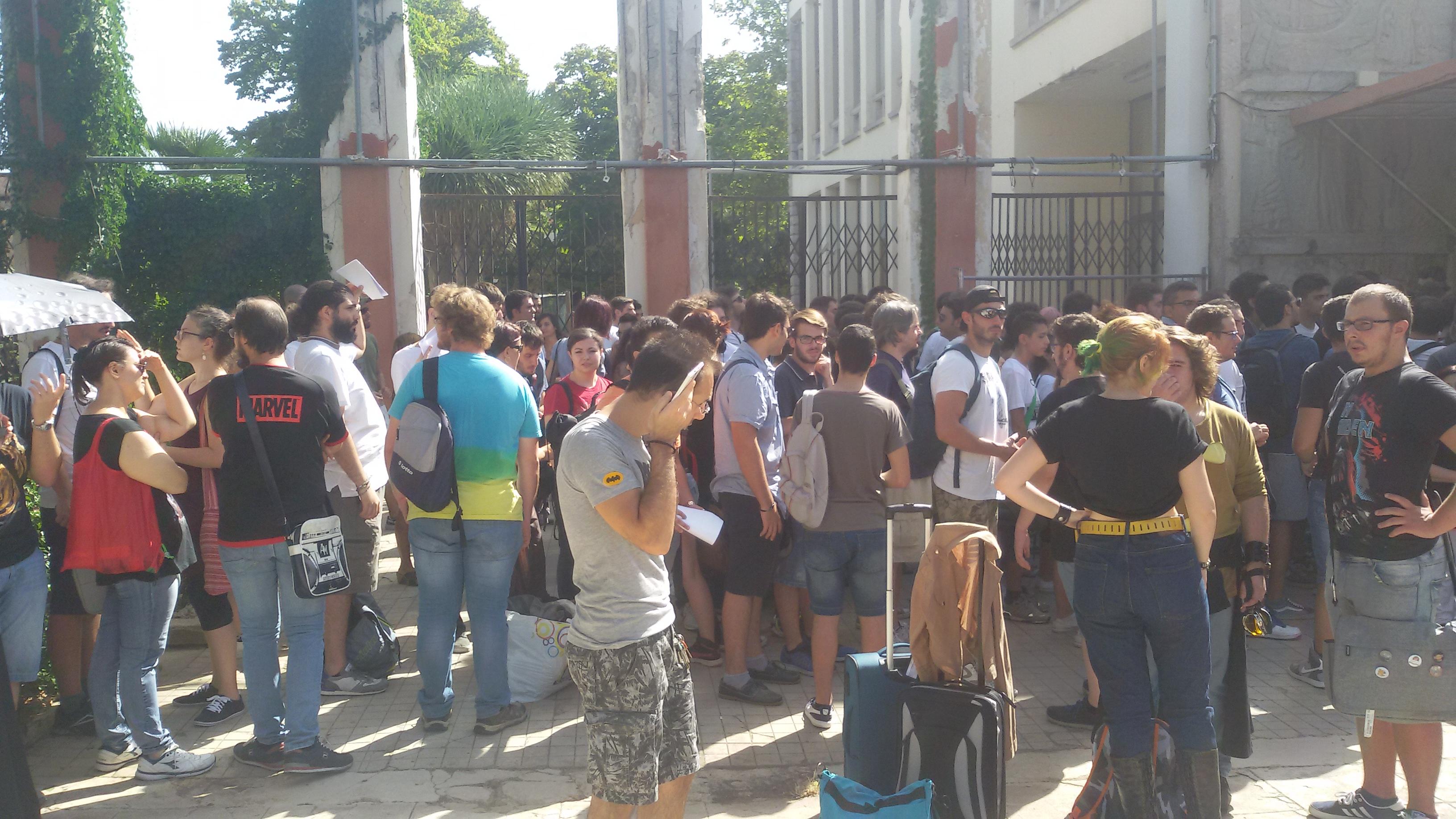 folla al Palermo Comicon all'entrata del primo giorno